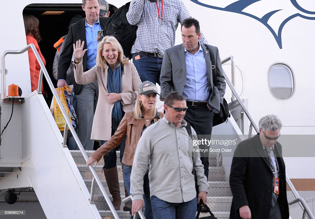 Denver Broncos Head Coach Gary Kubiak gets off the plane as members of the Denver Broncos football team arrive home at Denver international Airport on Monday, Feb. 8, 2016.