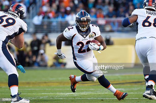 Denver Broncos running back CJ Anderson picks up 8 yards for a first down in the first quarter against the Carolina Panthers in Super Bowl 50 at...