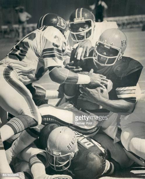 Denver Broncos They shall not passor run either Boobie Clark runs into roadblock by Bill Thompson Tom Jackson as Cincinnati fullback tries from 1 on...