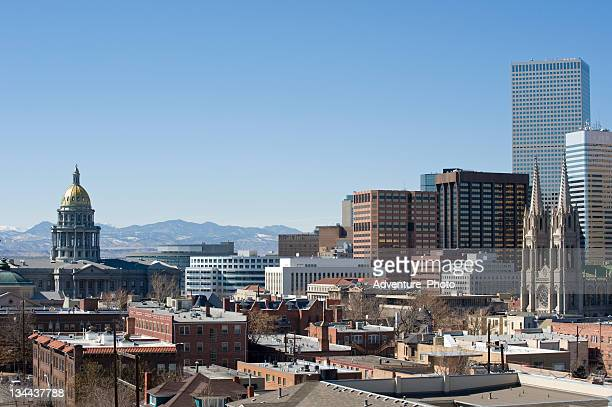 州会議事堂とデンバーの街並み、山々の眺め