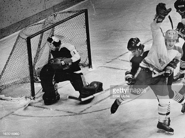 NOV 18 1977 NOV 19 1977 Denver University Ice Hockey Denver's John Peterson pulled DU into 44 tie Pioneers took 84 win