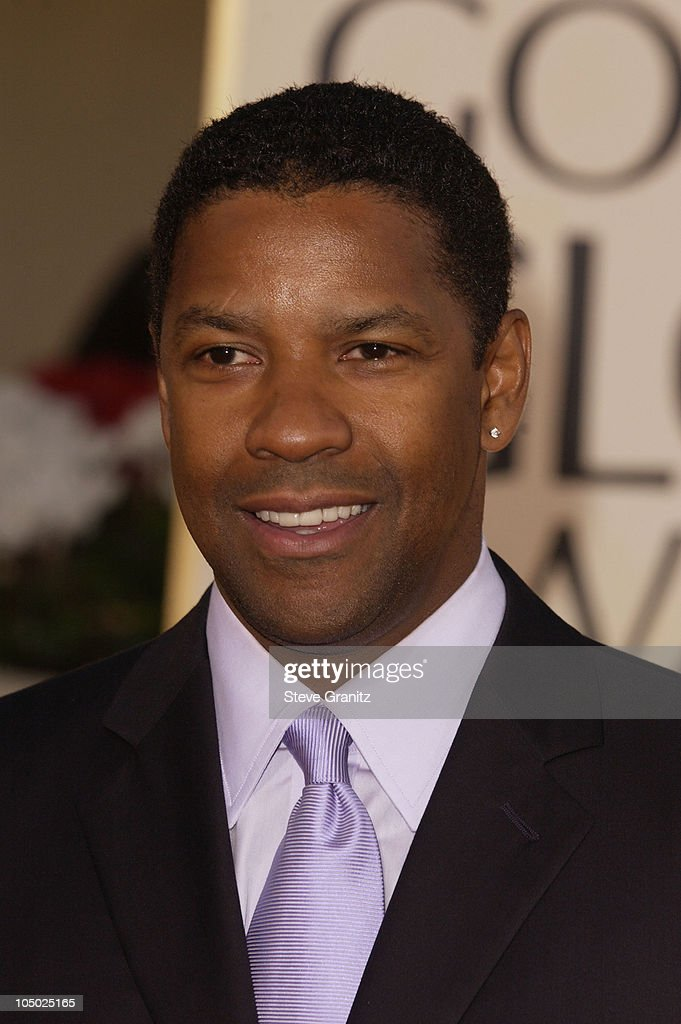 Denzel Washington arrives at the Golden Globe Awards at the Beverly Hilton January 20, 2002 in Beverly Hills, California.