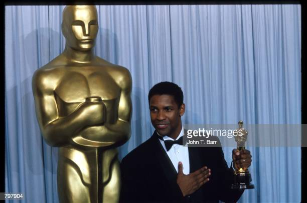 Denzel Washington stands backstage during the 62nd Academy Awards ceremony March 26 1990 in Los Angeles CA Washington received an Oscar for Best...