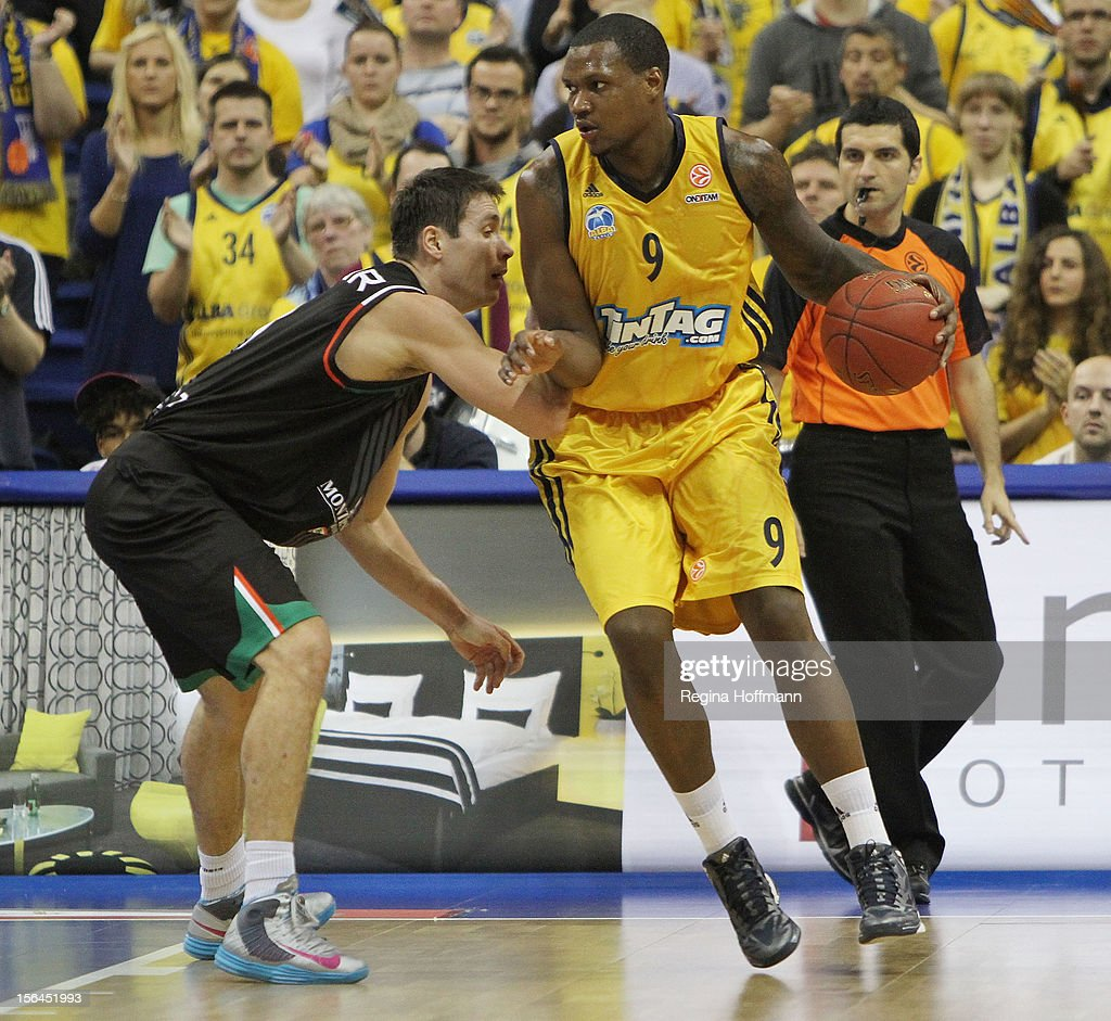 <a gi-track='captionPersonalityLinkClicked' href=/galleries/search?phrase=Deon+Thompson&family=editorial&specificpeople=4026290 ng-click='$event.stopPropagation()'>Deon Thompson</a>, #9 of Alba Berlin competes with Kristjan Kangur, #11 of Montepaschi Siena during the 2012-2013 Turkish Airlines Euroleague Regular Season Game Day 6 between Alba Berlin v Montepaschi Siena at O2 World Arena on November 15, 2012 in Berlin, Germany.