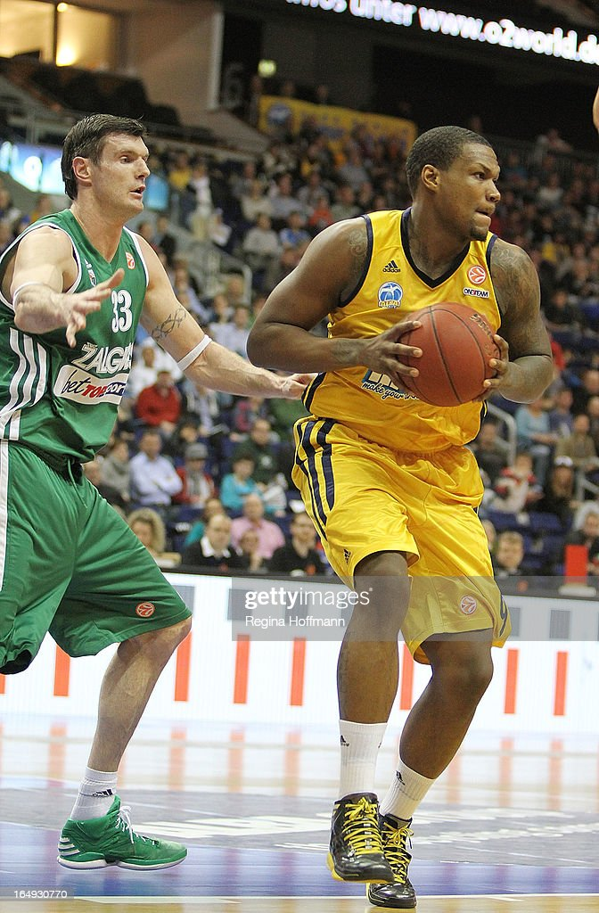 <a gi-track='captionPersonalityLinkClicked' href=/galleries/search?phrase=Deon+Thompson&family=editorial&specificpeople=4026290 ng-click='$event.stopPropagation()'>Deon Thompson</a>, #9 of Alba Berlin competes with Ksistof Lavrinovic, #33 of Zalgiris Kaunas during the 2012-2013 Turkish Airlines Euroleague Top 16 Date 13 between Alba Berlin v Zalgiris Kaunas at O2 World on March 29, 2013 in Berlin, Germany.