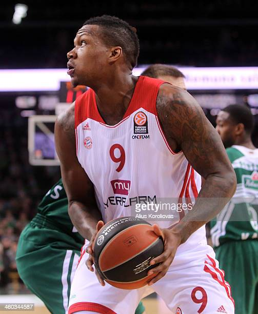 Deon Thompson #9 of FC Bayern Munich in action during the 20132014 Turkish Airlines Euroleague Top 16 Date 1 game between Zalgiris Kaunas v FC Bayern...