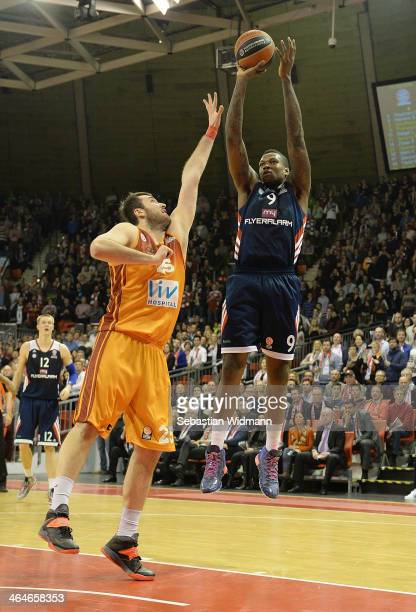 Deon Thompson #9 of FC Bayern Munich in action during the 20132014 Turkish Airlines Euroleague Top 16 Date 4 game between FC Bayern Munich v...