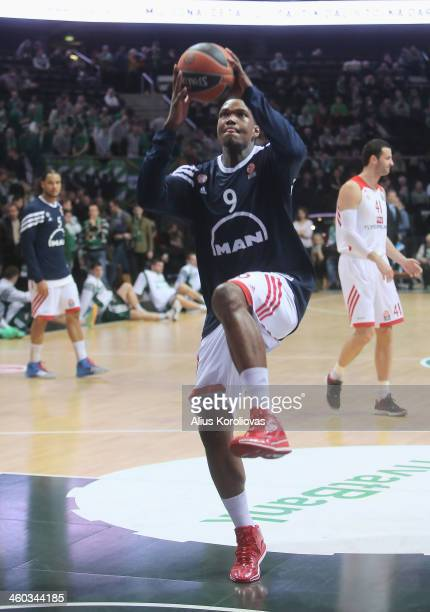 Deon Thompson #9 of FC Bayern Munich warms up ahead of the 20132014 Turkish Airlines Euroleague Top 16 Date 1 game between Zalgiris Kaunas v FC...