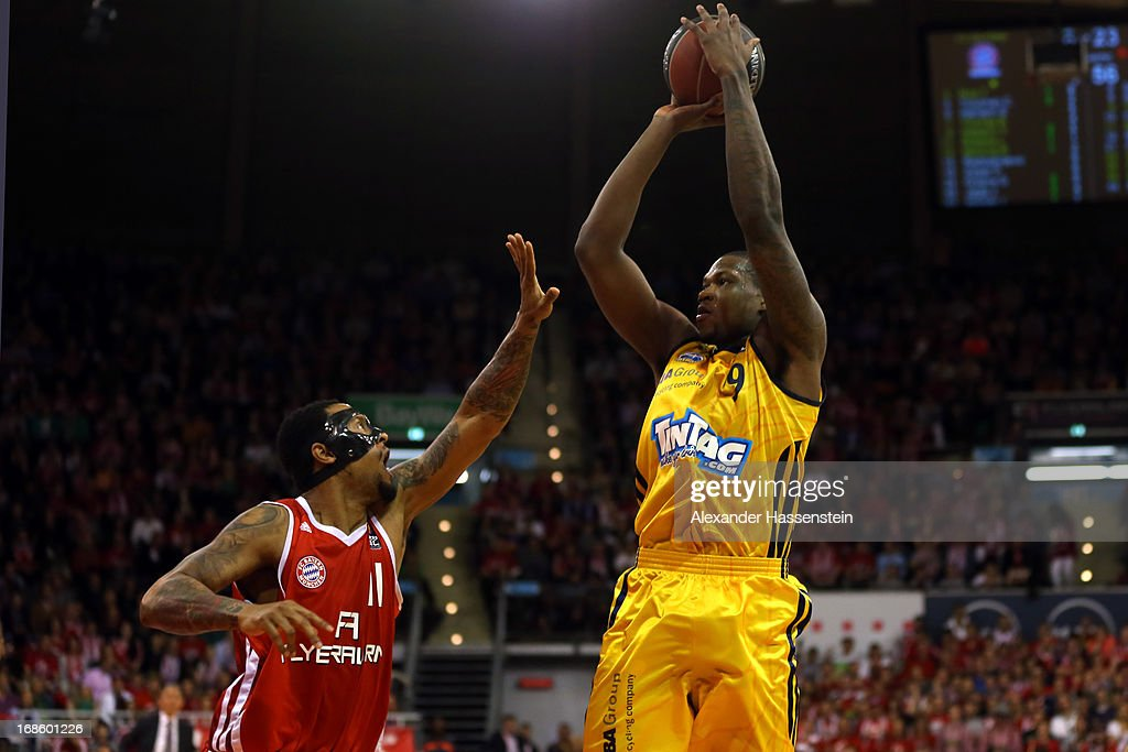 Deon Thompson of Berlin shoots against Lawrence Roberts of Muenchen during Game 3 of the quarterfinals of the Beko Basketball Playoffs between FC Bayern Muenchen and ALBA Berlin at Audi-Dome on May 12, 2013 in Munich, Germany.