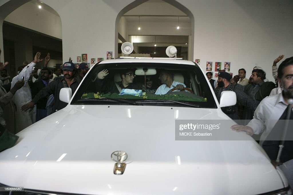 Departure from Bilawal Bhutto (black shirt and glasses) sitting in the front of a car after having paid his respects to his mother's family mausoleum in Ghari Khuda Baksh.