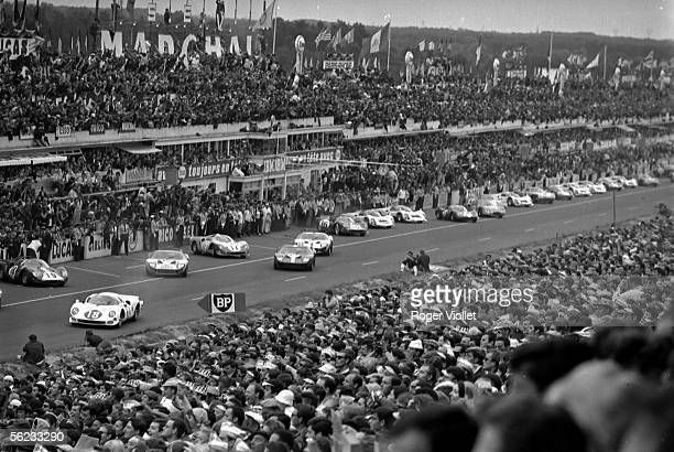 Departure of the '24 Heures du Mans' racing 1960's HA186616