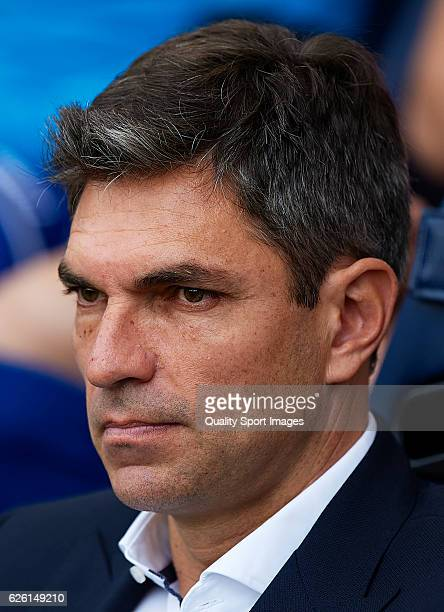 Deportivo Alaves manager Mauricio Pellegrino looks on prior to the La Liga match between Villarreal CF and Deportivo Alaves at El Madrigal on...