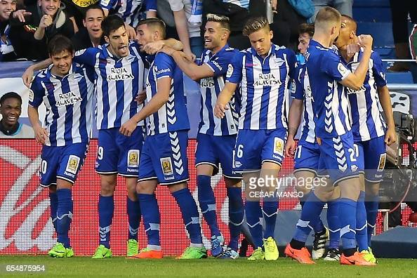 FBL-ESP-LIGA-ALAVES-REALSOCIEDAD : News Photo