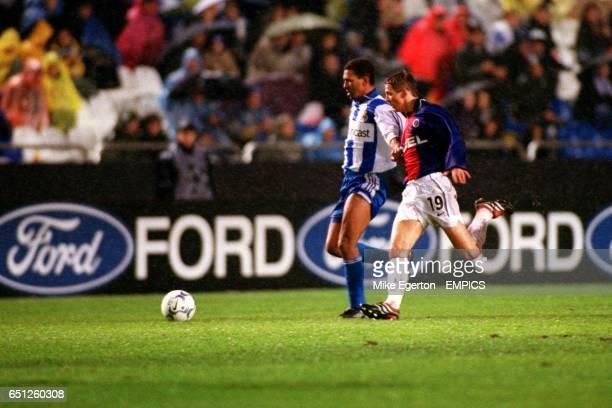 Deportivo La Coruna's Djalminha is shadowed by Paris St Germain's Laurent Leroy