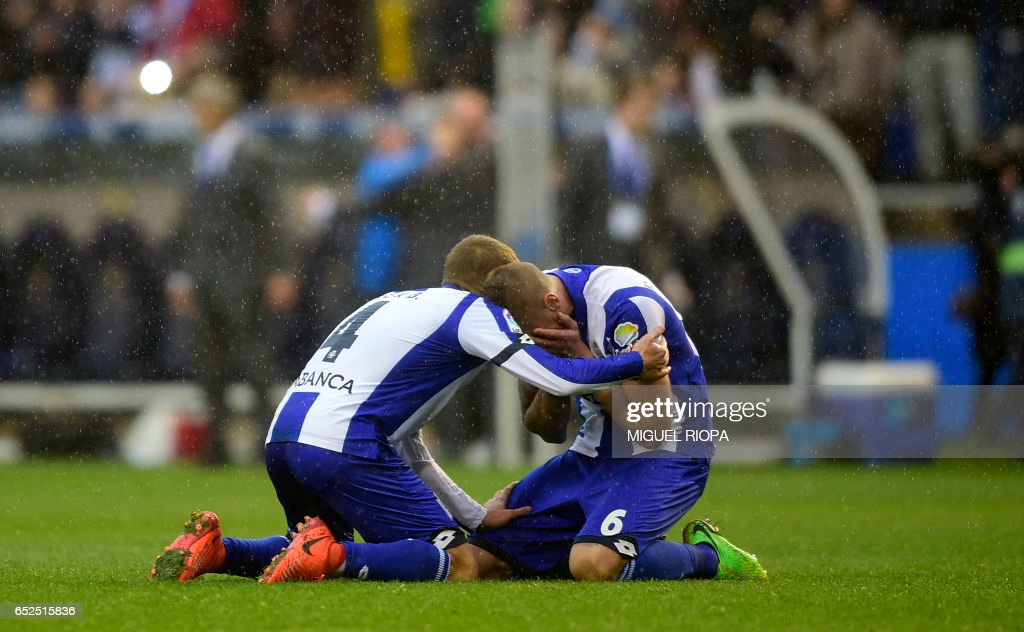Deportivo La Coruna's midfielder Alex Bergantinos (L) and defender Raul Albentosa celebrate at the end of the Spanish league footbal match RC Deportivo de la Coruna vs FC Barcelona at the Municipal de Riazor stadium in La Coruna on March 12, 2017. /