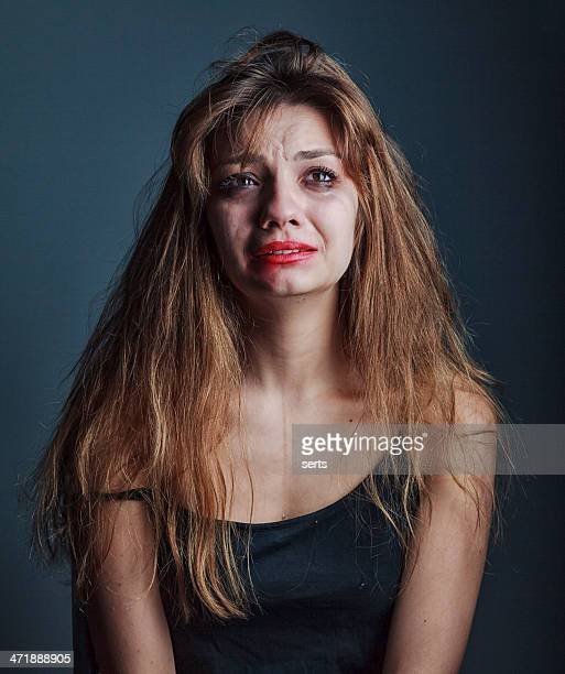 Vieillard déprimé belle fille pleurant