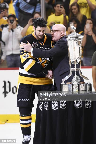 Deputy Commissioner Bill Daly shakes Pittsburgh Penguins Center Sidney Crosby hand before presenting the Prince of Wales Trophy The Pittsburgh...