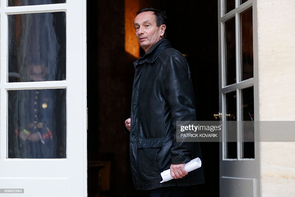 Deputy managing director and general secretary of French multinational retailer Carrefour, Jerome Bedier, arrives at the Hotel Matignon in Paris, on February 8, 2016, for a meeting with the French prime minister, Agriculture minister and Economy minister, amid a crisis in France's agricultural sector. French farmers have carried out a string of demonstrations for nearly two weeks against the falling prices of their products, demanding structural measures to strengthen price rates. AFP PHOTO / PATRICK KOVARIK / AFP / PATRICK KOVARIK
