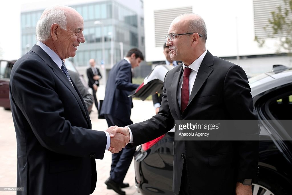 Deputy Prime Minister of Turkey Mehmet Simsek (R) meets with Spain's Bank Bilbao Vizcaya Argentaria's (BBVA) President Francisco Gonzalez (L) before a BBVA's corporate seminar in Madrid, Spain on May 5, 2016.