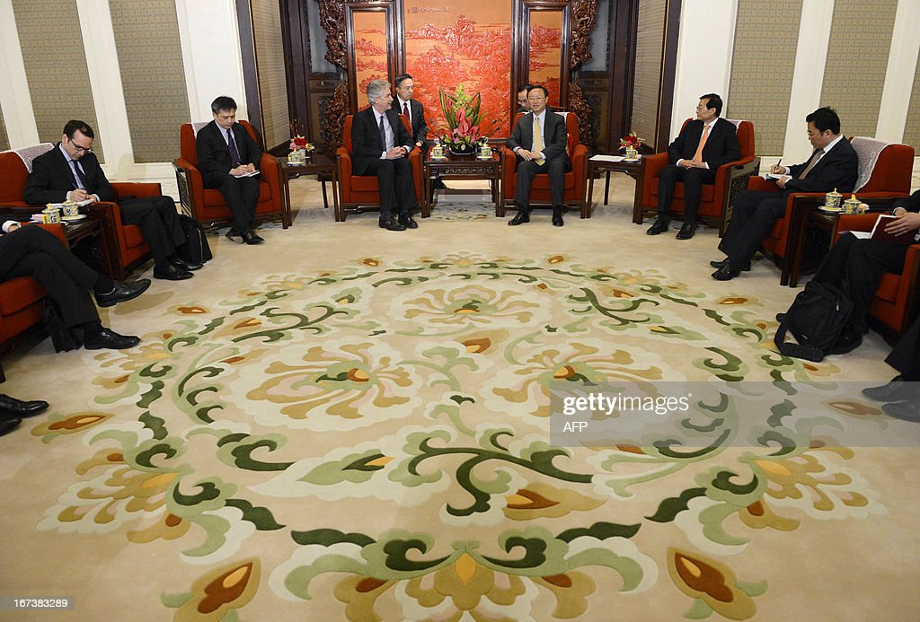 US deputy secretary of state William Burns (centre L) meets with Chinese state councilor Yang Jiechi (centre R) during their meeting at the Zhongnanhai compound in Beijing on April 25, 2013. AFP PHOTO / POOL / YOHSUKE MIZUNO
