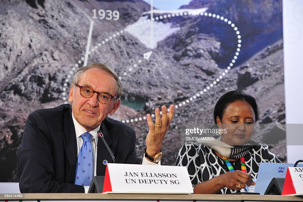 Deputy Secretary-General of the United Nations Jan Eliasson (L) flanked by Kenya's Cabinet Secretary Ministry of Foreign Affairs Amina Mohammed, speaks at a press conference during the United Nation Environment Assembly (UNEA) in Nairobi on May 26, 2016. The Assembly which represents the worlds highest-level of decision-making body on the environment will culminate in resolutions and a global call to action to address the critical environmental challenges facing the world today. / AFP / SIMON