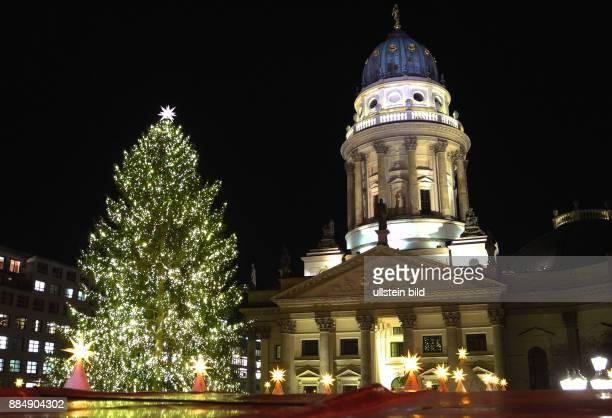 Der Baum auf dem Weihnachtsmarkt am Gendarmenmarkt soll im Ranking der Hoechste sein