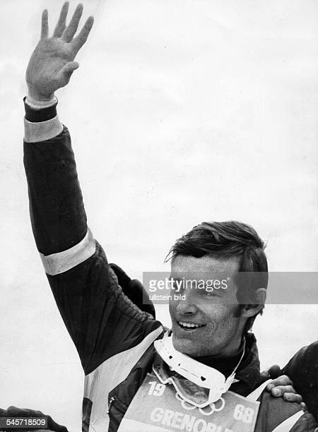 Der dreifache Olympiasieger JeanClaude Killy reißt nach nach einem Sieg den rechten Arm hoch Februar 1968