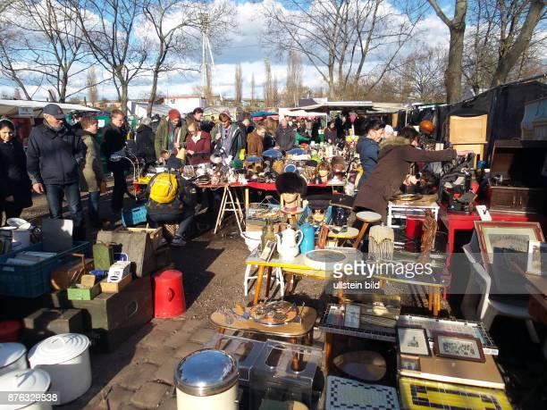 Der Flohmarkt aufgenommen im Mauerpark in Berlin Prenzlauer Berg