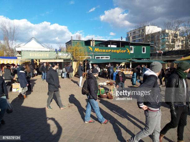 Der Flohmarkt und der Mauersegler aufgenommen im Mauerpark in Berlin Prenzlauer Berg