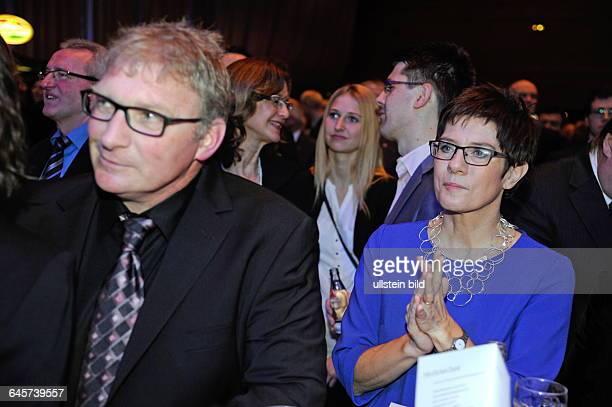Der Neujahrsempfang der Saarländischen Ministerpräsidentin Annegret KrampKarrenbauer findet in der Saarbrücker Saarlandhalle statt Im Bild Helmut...
