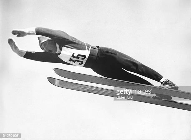 Der Oberstdorfer Max Bolkart beim 1 Ausscheidungsspringen West Ost für die Olympischen Spiele 1964 am in Oberstdorf