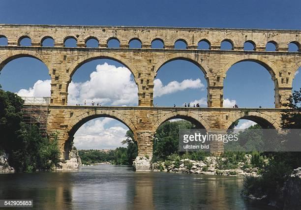 Der Pont du Gard römisches Äquadukt über den Gard Aufgenommen um 1996