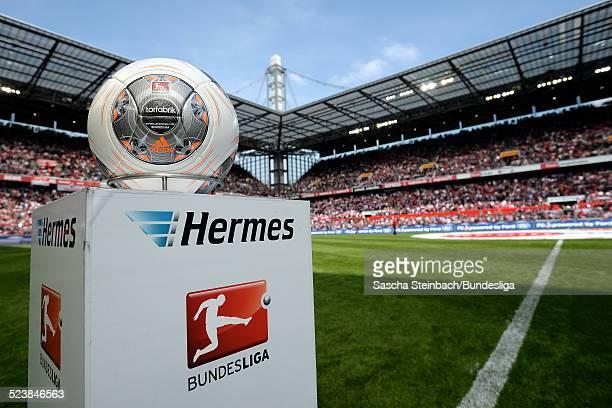 Der Spielball 'Torfabrik' liegt auf einer Stele mit dem Hermes und BundesligaLogo zu Beginn des 2 Bundesligaspiels zwischen dem 1 FC Koeln und FC St...