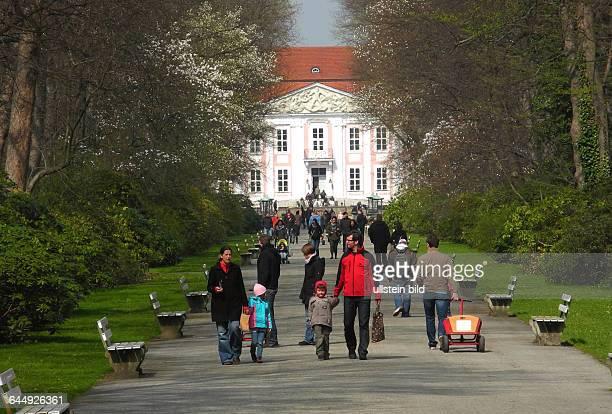Der TierparkBerlin in Friedrichsfelde laedt zum Ostersonntag und Ostermontag zum Osterspaziergang