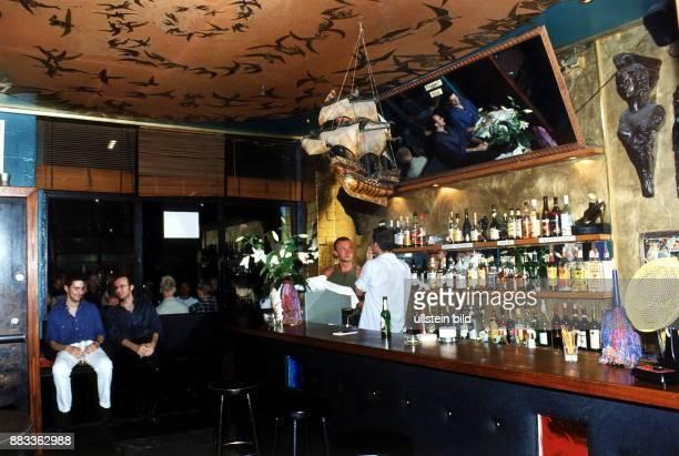 der Tresen in der Bar 'Hafen' in der Motzstrasse