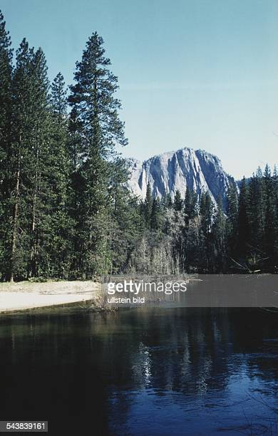 Der YosemiteNationalpark in der Sierra Nevada 3081 Quadratkilometer groß und bereits seit 1864 Naturschutzgebiet ist bekannt für zahlreiche...