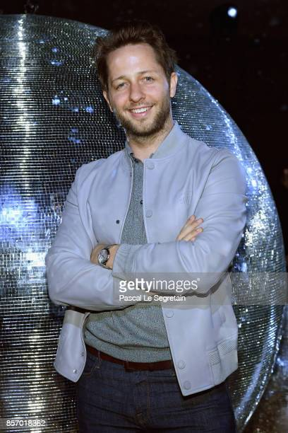 Derek Blasberg attends the Moncler Gamme Rouge show as part of the Paris Fashion Week Womenswear Spring/Summer 2018 on October 3 2017 in Paris France