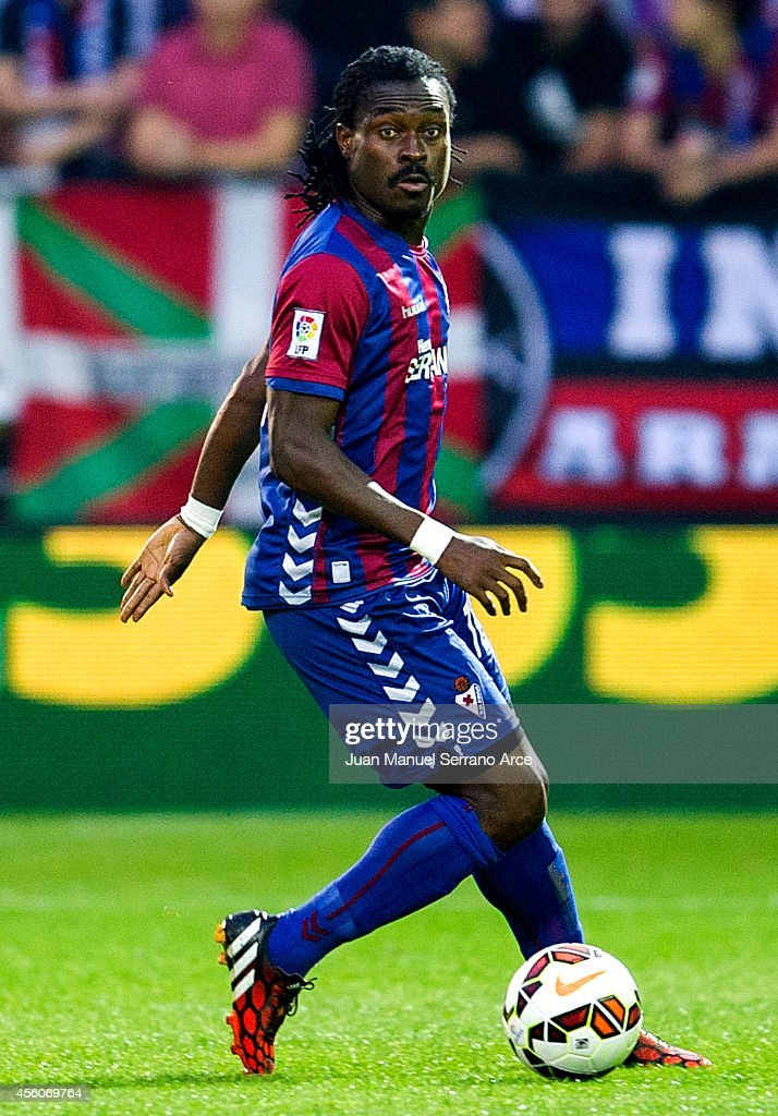 <a gi-track='captionPersonalityLinkClicked' href=/galleries/search?phrase=Derek+Boateng&family=editorial&specificpeople=535783 ng-click='$event.stopPropagation()'>Derek Boateng</a> of SD Eibar controls the ball during the La Liga match between SD Eibar and Villarreal CF at Ipurua Municipal Stadium onSeptember 24, 2014 in Eibar, Spain.