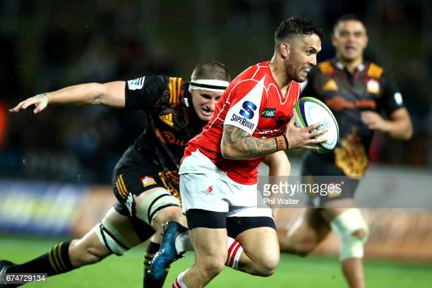 Derek Carpenter of the Sun Wolves runs the ball during the round 10 Super Rugby match between the Chiefs and the Sunwolves at FMG Stadium on April 29...