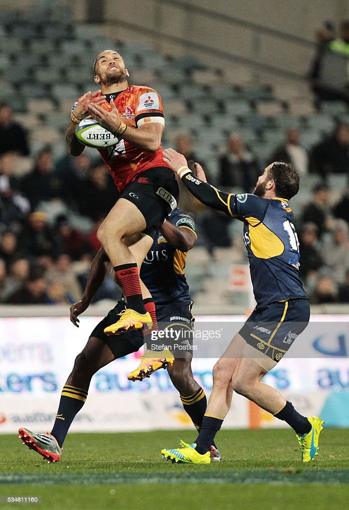 <a gi-track='captionPersonalityLinkClicked' href=/galleries/search?phrase=Derek+Carpenter&family=editorial&specificpeople=5534720 ng-click='$event.stopPropagation()'>Derek Carpenter</a> of the Sunwolves attempts to secure a high ball during the round 14 Super Rugby match between the Brumbies and the Sunwolves at GIO Stadium on May 28, 2016 in Canberra, Australia.