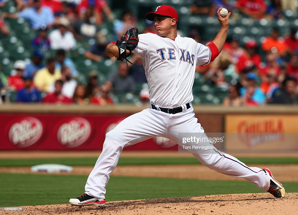 <a gi-track='captionPersonalityLinkClicked' href=/galleries/search?phrase=Derek+Holland+-+Jugador+de+b%C3%A9isbol&family=editorial&specificpeople=8003703 ng-click='$event.stopPropagation()'>Derek Holland</a> #45 of the Texas Rangers pitches against the Baltimore Orioles in the top of the fifth inning at Globe Life Park in Arlington on August 30, 2015 in Arlington, Texas.