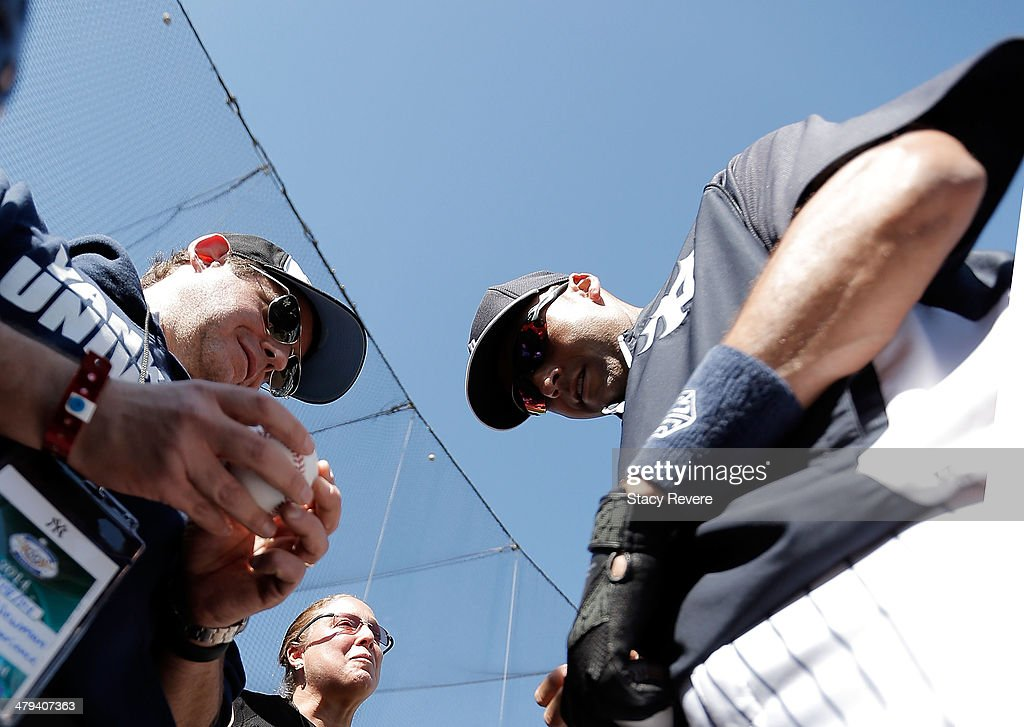 Derek Jeter #2 of the New York Yankees signs autographs for fans prior to a game against the Boston Red Sox at George M. Steinbrenner Field on March 18, 2014 in Tampa, Florida.