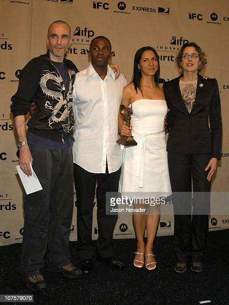 Derek Luke winner of Best Male Lead 'Antwone Fisher' and his wife Sophia Luke with Daniel DayLewis and Rebecca Miller
