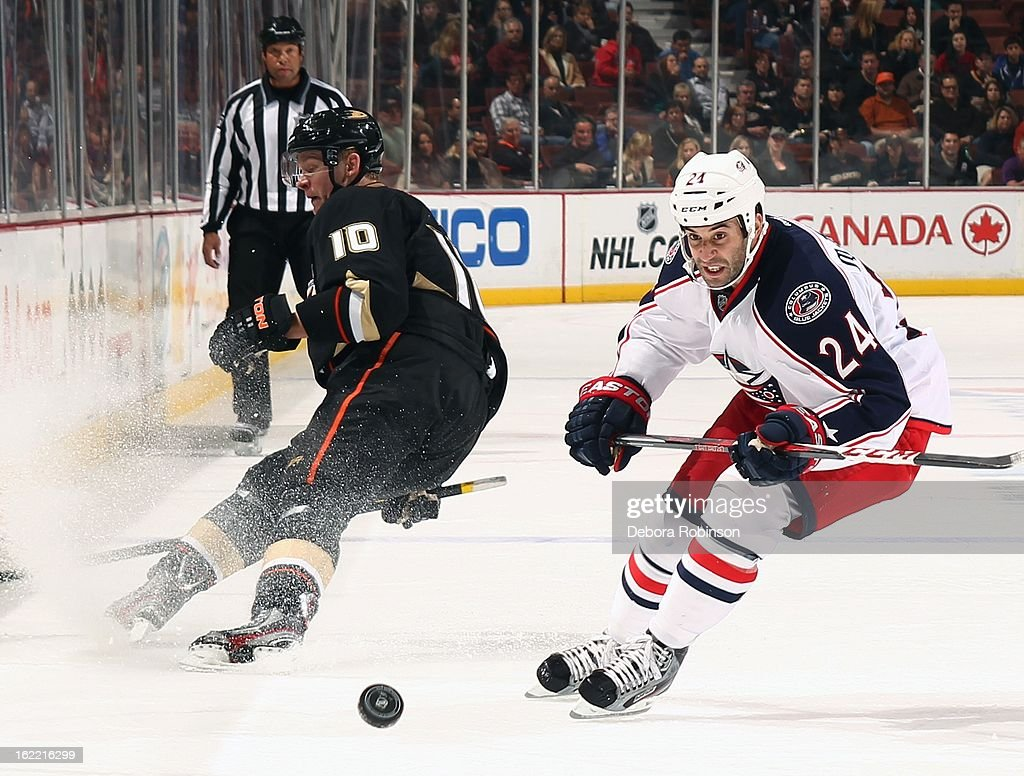 <a gi-track='captionPersonalityLinkClicked' href=/galleries/search?phrase=Derek+MacKenzie&family=editorial&specificpeople=685877 ng-click='$event.stopPropagation()'>Derek MacKenzie</a> #24 of the Columbus Blue Jackets skates for position against <a gi-track='captionPersonalityLinkClicked' href=/galleries/search?phrase=Corey+Perry&family=editorial&specificpeople=213864 ng-click='$event.stopPropagation()'>Corey Perry</a> #10 of the Anaheim Ducks on February 18, 2013 at Honda Center in Anaheim, California.