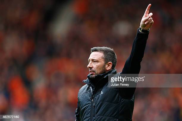 Derek McInnes manager of Aberdeen gives instructions during the Scottish League Cup SemiFinal match between Dundee United and Aberdeen at Hampden...