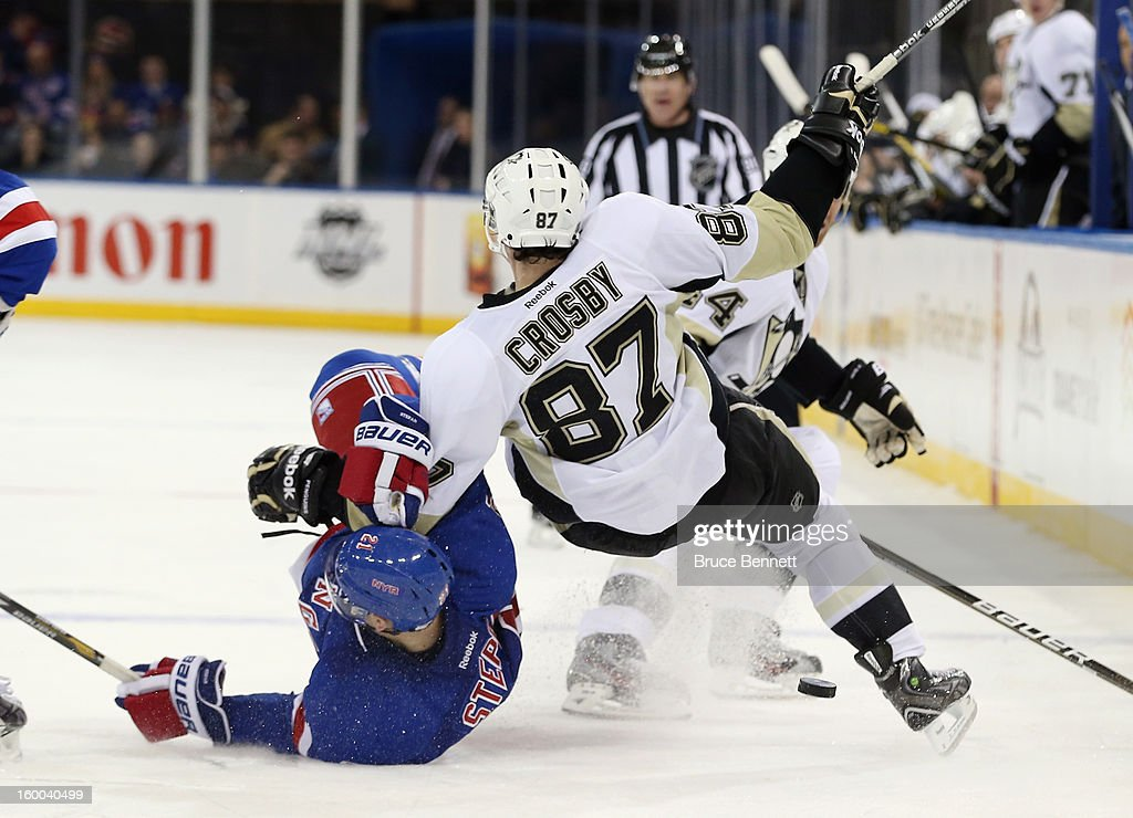 Derek Stepan #21 of the New York Rangers gets tangled up with Sidney Crosby #87 of the Pittsburgh Penguins at Madison Square Garden on January 20, 2013 in New York City. The Penguins defeated the Rangers 6-3.