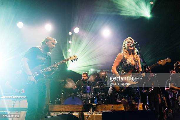 Derek Trucks and Susan Tedeschi of Tedechi Trucks Band perform on stage at Verizon Wireless Amphitheatre at Encore Park on July 23 2016 in Alpharetta...