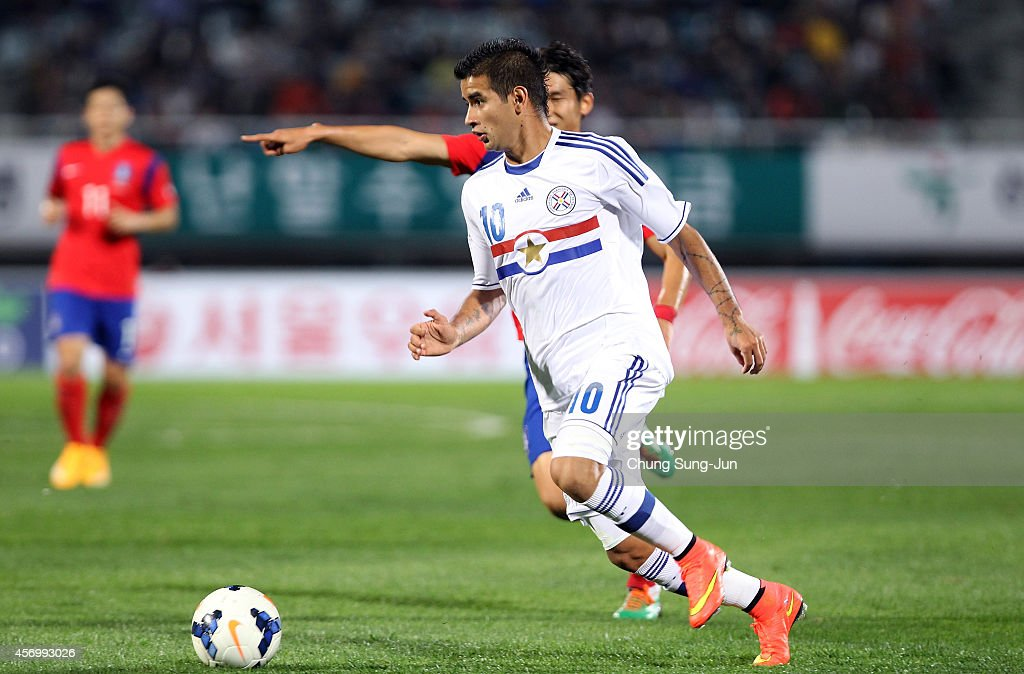 Derlis Gonzalez of Paraguay controls the ball during the international friendly match between South Korea and Paraguay at Cheonan Sports Complex on October 10, 2014 in Cheonan, South Korea.