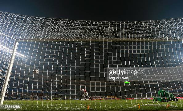 Derlis Gonzalez of Paraguay scores the fifth penalty kick in the penalty shootout during the 2015 Copa America Chile quarter final match between...