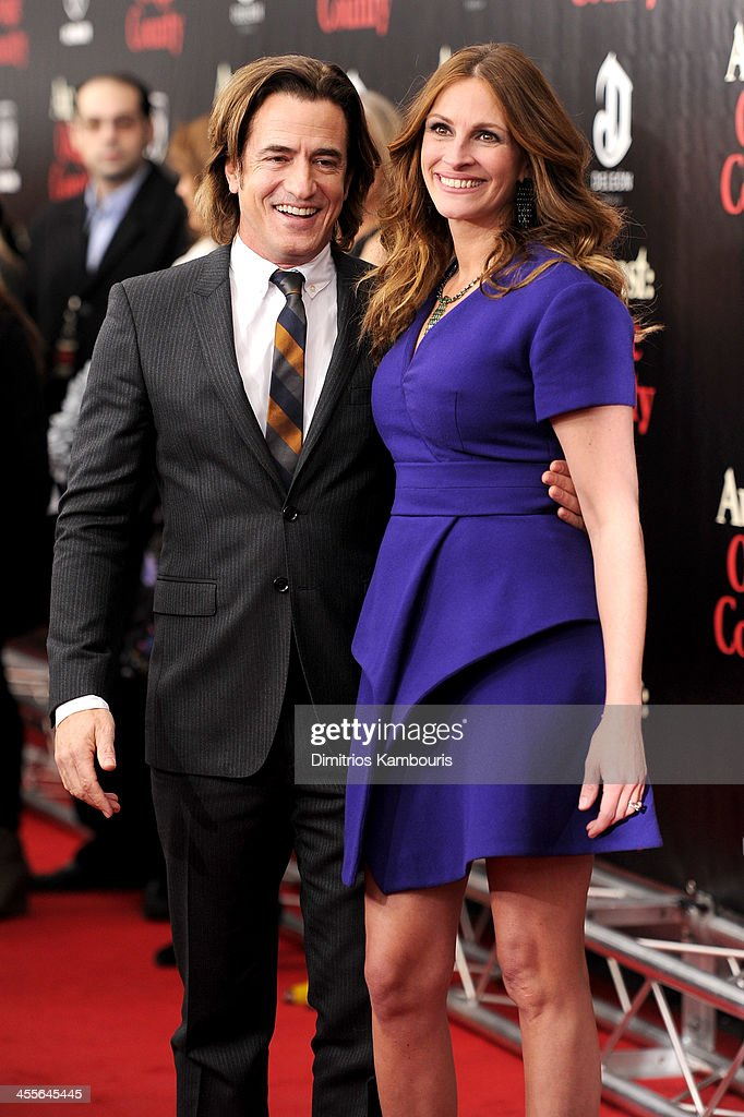<a gi-track='captionPersonalityLinkClicked' href=/galleries/search?phrase=Dermot+Mulroney&family=editorial&specificpeople=208776 ng-click='$event.stopPropagation()'>Dermot Mulroney</a> and <a gi-track='captionPersonalityLinkClicked' href=/galleries/search?phrase=Julia+Roberts&family=editorial&specificpeople=202605 ng-click='$event.stopPropagation()'>Julia Roberts</a> attend the premiere of
